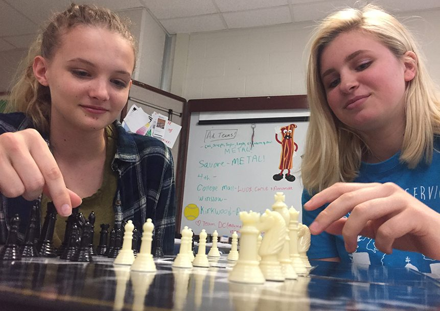Juniors+Tamsin+Stringer+and+Katie+Hohman+play+chess+during+Panther+Plus