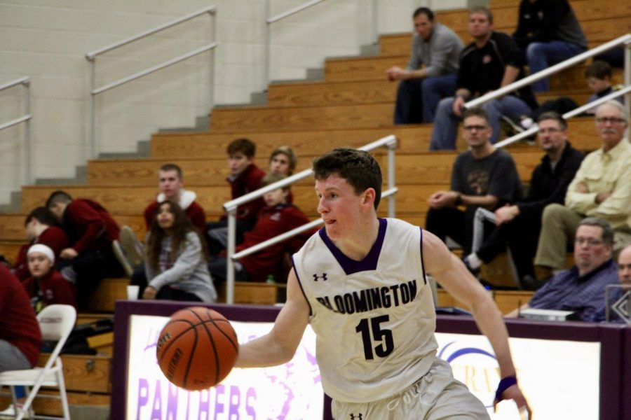 Souths Noah Jager (15) drives to the basket in the second half.