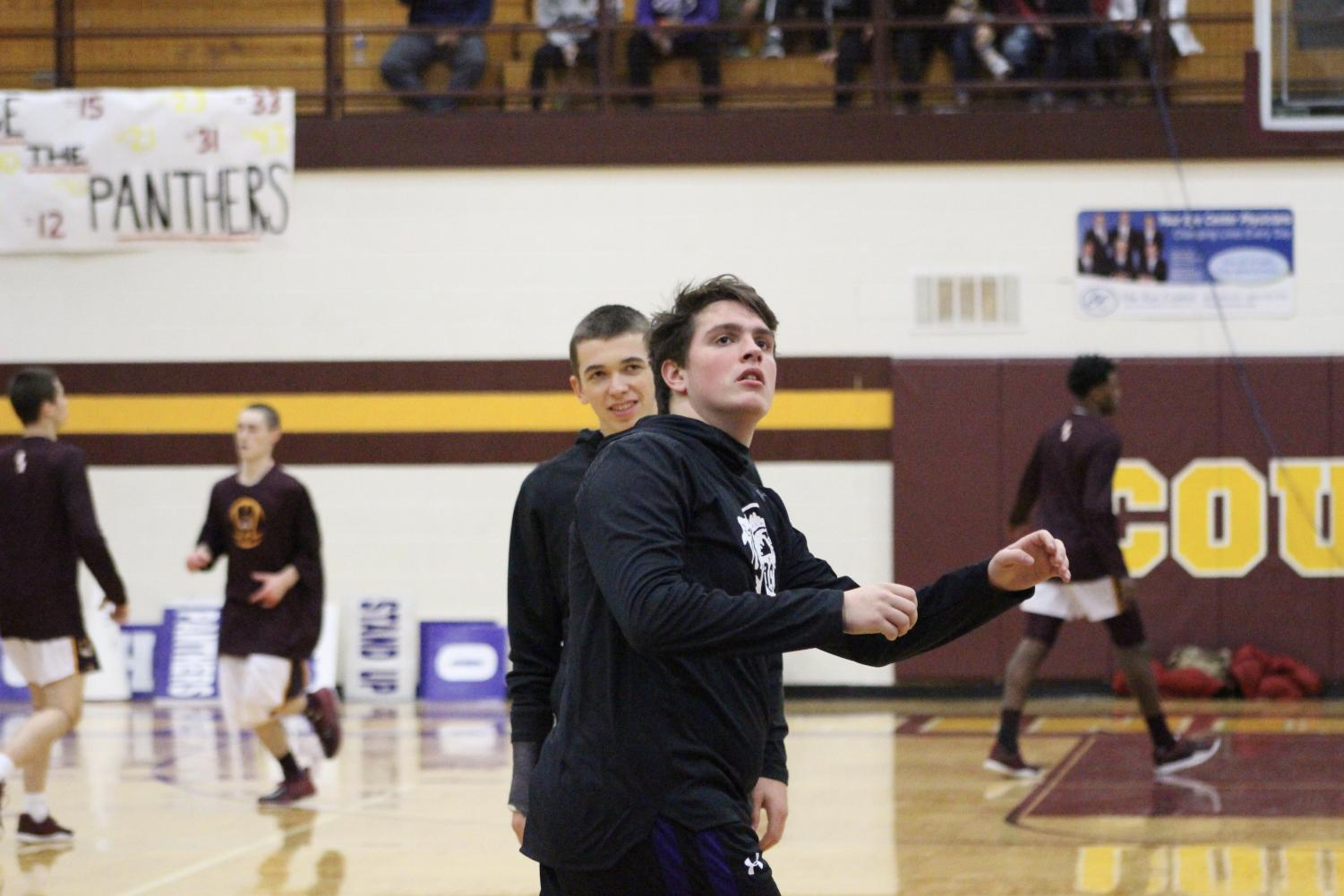 South's Bruce Furr (43) warms up his shot