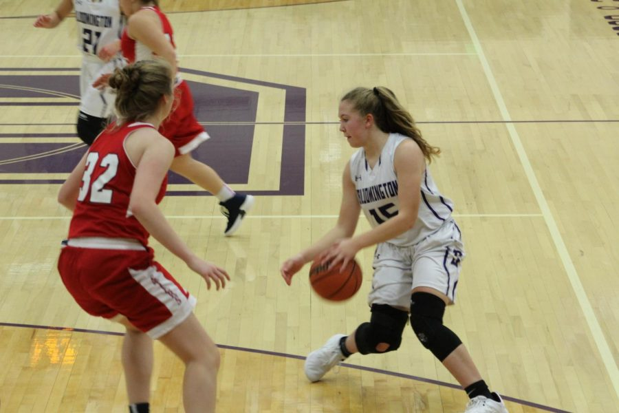 Junior Clara Voskuil (15) switches direction while dribbling the ball to juke out BNLs Madison Webb (32)